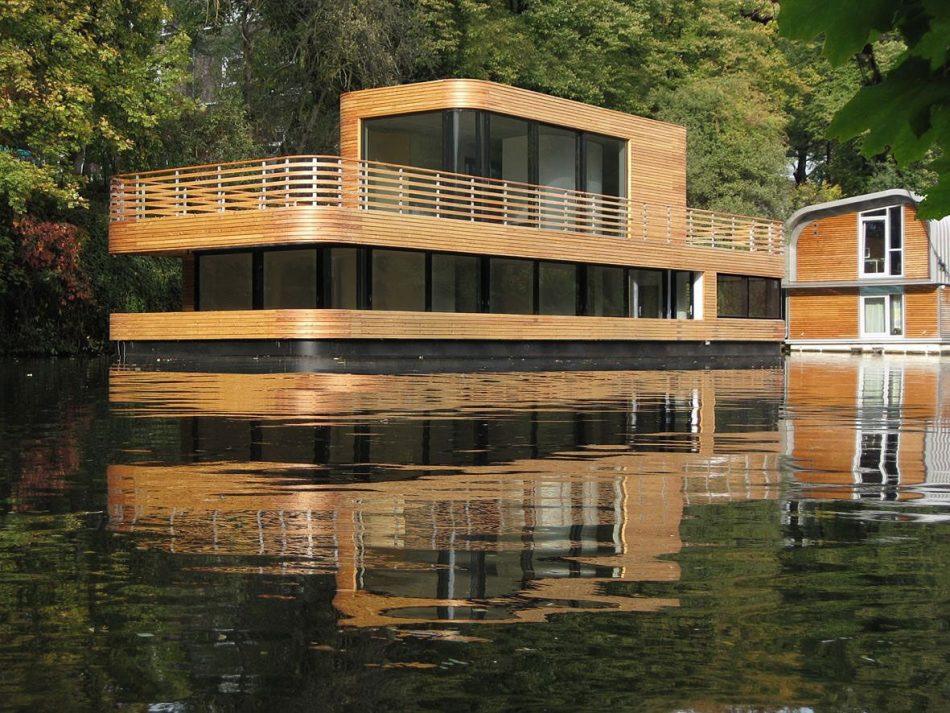 Una casa flotante en el medio de Hamburgo